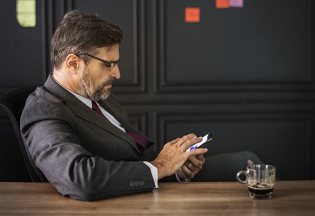 אילו אמצעי תקשורת חייב בעל עסק?