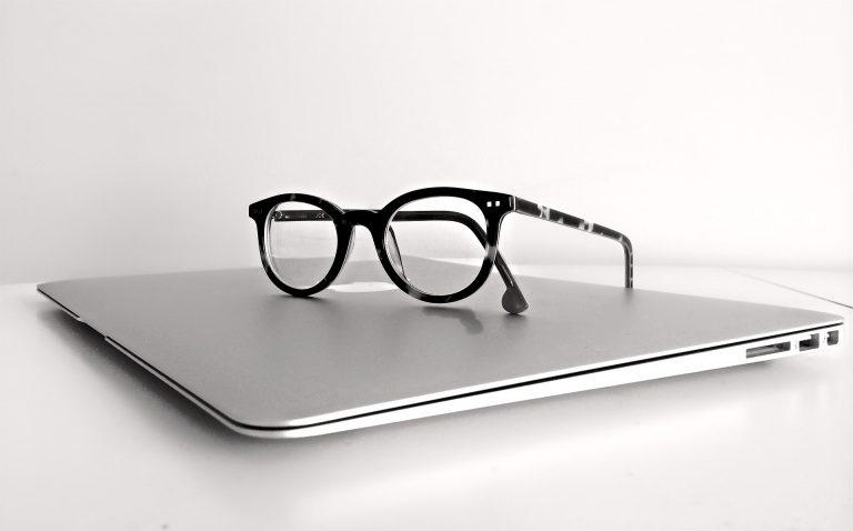 8  שעות מול הלפטופ: האם אתם סובלים מתסמונת ראיית מחשב?