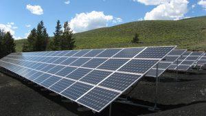 פאנלים סולאריים על גג העסק: האם זה כדאי?